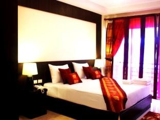 Thai classic house hotels in phuket patong for Thai classic house