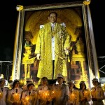 Thai nurses pay their respects as the country celebrates King Bhumibol Adulyadej's 85th birthday