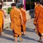 Buddhist_monks_Tha_2594819b